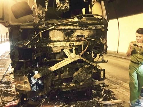 Xe cháy trong hầm Hải Vân, hơn 100 người thoát hiểm - ảnh 4