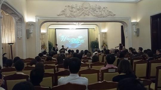 Ca sĩ Hoàng Phương thể hiện bài hát chủ đề trong clip Welcome to Vietnam