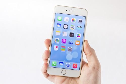 Sau 8 năm gia nhập thị trường điện thoại, Apple đã cán mốc hơn 700 triệu iPhone - một thành tích mà tất cả các hãng sản xuất smartphone khác khó có thể vượt qua trong tương lai gần. Tuy nhiên, iPhone đã trải qua 9 thế hệ với 12 phiên bản khác nhau (bên cạnh các mẫu iPhone đời mới là ba phiên bản iPhone 5c, iPhone 6 Plus và iPhone 6s Plus). Apple không công bố doanh số của từng model, do đó chưa có số liệu chính xác về