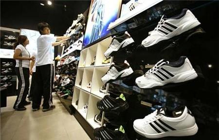 Adidas, Nike dung robot san xuat giay: Viet Nam se chiu anh huong dau tien?