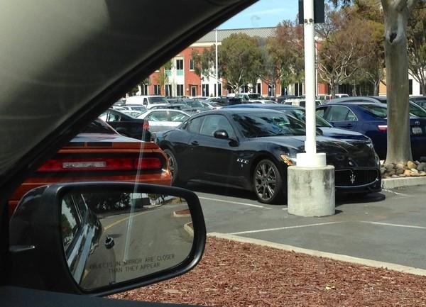 Xe Maserati GranTurismo.