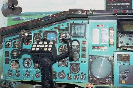 Một góc buồng lái của TU-144, trên cùng bên trái là quạt gió cho phi công