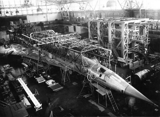 Bên trong xưởng chế tạo TU-144