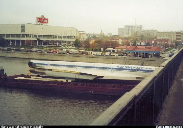 Chiếc TU-144 này bị tháo ra để đưa đến bảo thàng ở Đức