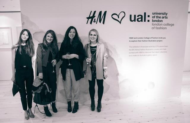 H&M hợp tác với London College of Fashion thực hiện sự kiện Fashion Recycling Week, tái chế tới 97% lượng quần áo đồ và các món vải sợi cũ cho các sản phẩm mới.