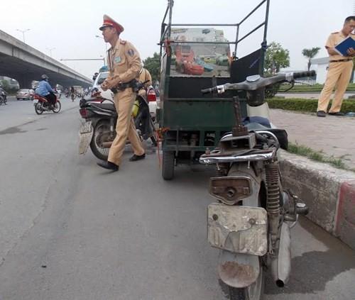 Hà Nội: Thu giữ hàng loạt xe máy cũ nát chạy trên đường - ảnh 7