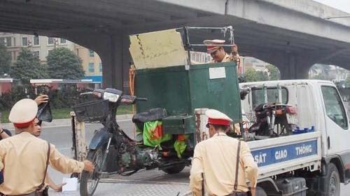 Hà Nội: Thu giữ hàng loạt xe máy cũ nát chạy trên đường - ảnh 3