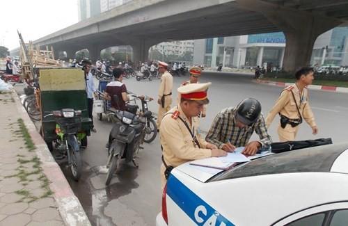 Hà Nội: Thu giữ hàng loạt xe máy cũ nát chạy trên đường - ảnh 2