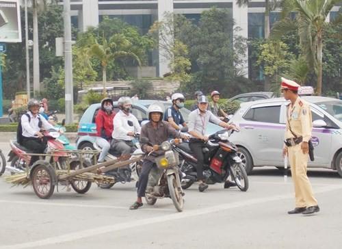 Hà Nội: Thu giữ hàng loạt xe máy cũ nát chạy trên đường - ảnh 5