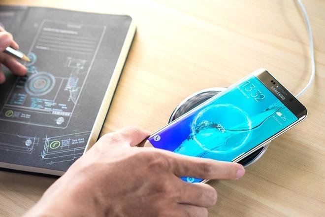Tính năng People Edge và Apps Edge mang lại sự tiện lợi cho người dùng Galaxy S6 edge+.