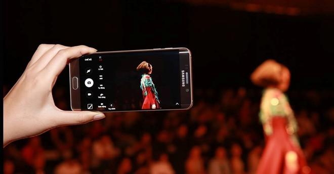 Khả năng điều chỉnh các thông số như ISO, tốc độ, khẩu độ hay nhiệt độ màu giúp Galaxy S6 edge+ ghi điểm với người mê chụp ảnh.
