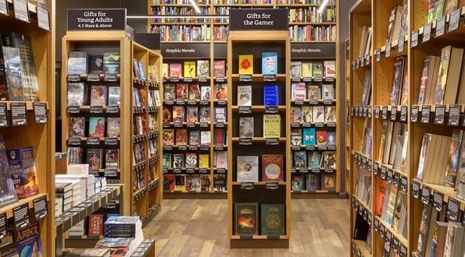 Amazon, một trong những thế lực góp phần giết chết các cửa hàng sách truyền thống, mới đây đã lại mở cửa một hiệu sách lớn tại Seattle, Mỹ.