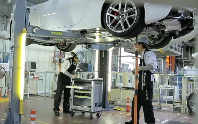 Tay nghề thủ công bậc thầy của các nghệ nhân ô tô luôn khiến Lexus tự tin tuyệt đối về chất lượng của mỗi chiếc xe.