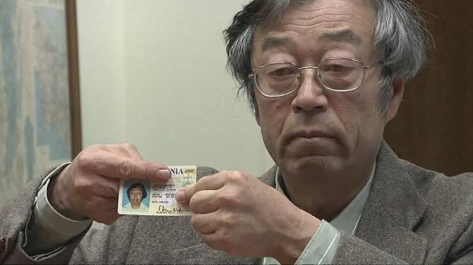 Trong văn bản công bố chi tiết về Bitcoin vào năm 2008, nhà kinh tế học/toán học/lập trình viên đã sáng tạo ra đồng tiền ảo này ký tên là 'Satoshi Nakamoto'. Không chỉ định nghĩa ra nguyên tắc hoạt động của Bitcoin, Satoshi Nakamoto cũng đã viết ra phần mềm đầu tiên làm nền móng cho đồng tiền ảo này. Song, cho đến tận bây giờ, ngay cả sau một vụ 'săn người' đình đám trên mặt báo, chưa ai tìm ra được danh tính thực sự của cha đẻ Bitcoin.