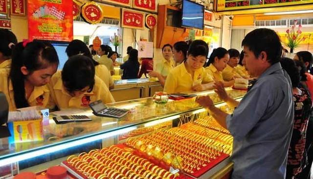 Dư chấn 'vàng giả' Trung Quốc: Người dân đổ xô đi bán vàng mà không ai mua - Ảnh 2
