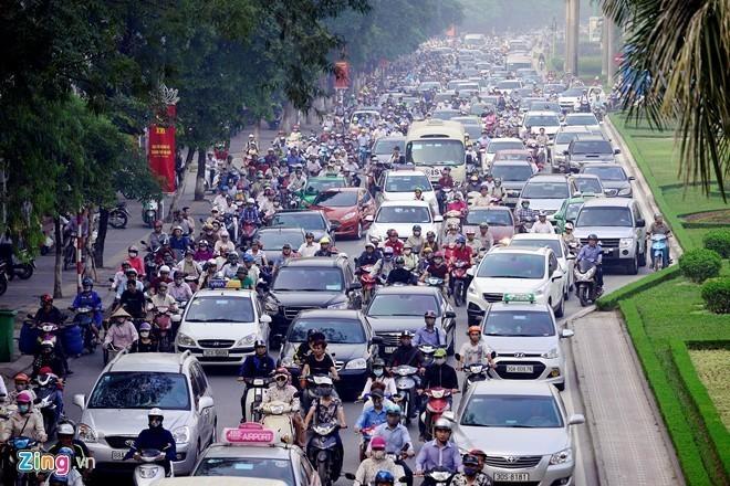 Ùn tắc giao thông trở thành thách thức lớn với thủ đô Hà Nội. Ảnh: Lê Hiếu.