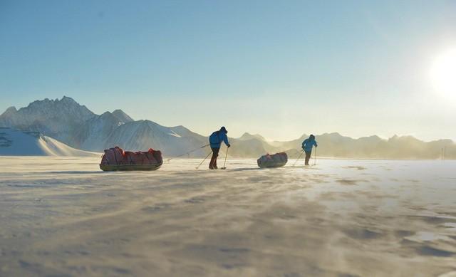 Ben Saunders và Tarka lHerpiniere trong Antarctica, 2013, thử nghiệm chiếc Bermonts Terra Nova
