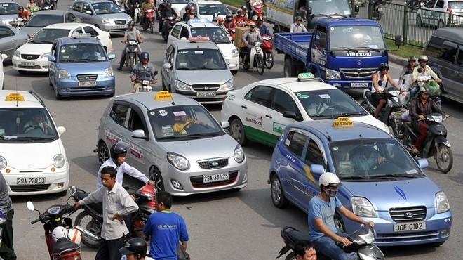 Giá xăng dầu giảm nhưng cước taxi thường chưa giảm tương ứng. Ảnh minh họa: Hoàng Hà.