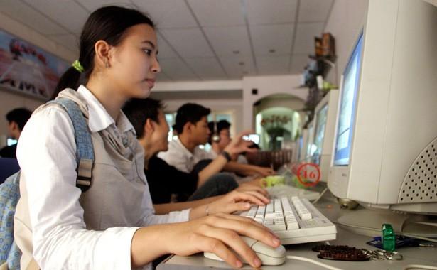 Tốc độ kết nối Internet Việt Nam trong nhóm chậm. Ảnh: Reuters.
