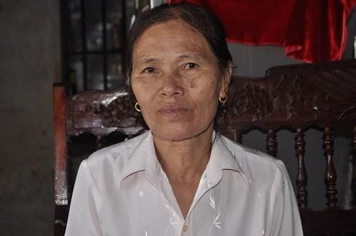Bà Nguyễn Thị N. may mắn hơn nhiều người là lấy được gần hết số tiền.