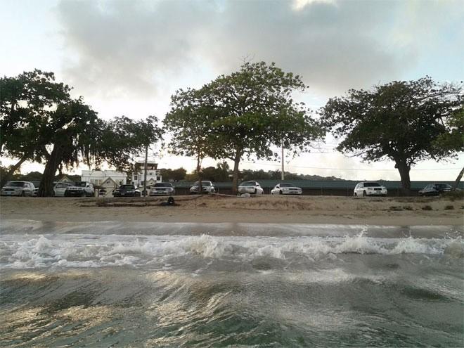 Cát trên bãi biển trước dinh thự được lấy từ vùng Caribbean. Hàng năm, một xà lan cỡ lớn đều chở cát từ Caribbean tới bổ sung cho bãi biển này. Trong ảnh là một bãi biển ở Caribbean.</div><div>