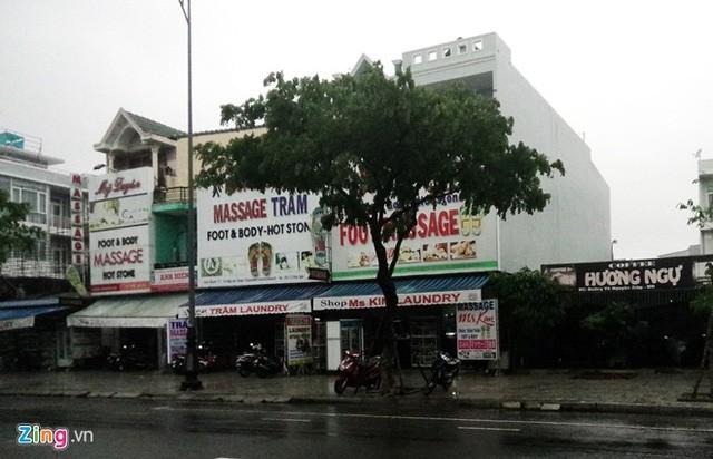 Thậm chí ngay cả các quán massage, người Việt cũng rất khó tiếp cận. Ảnh: Đ.Nguyên.