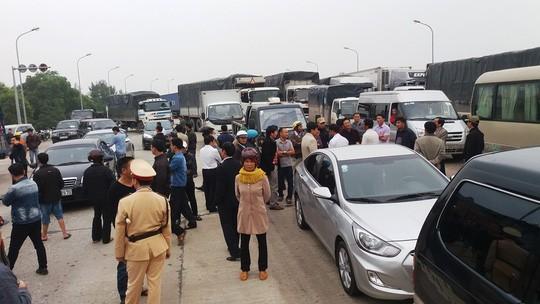 Ùn tắc giao thông cục bộ tại Trạm thu phí Quán Hàu trên Quốc lộ 1 thuộc xã Võ Ninh, huyện Quảng Ninh, tỉnh Quảng Bình vào sáng 4-1.