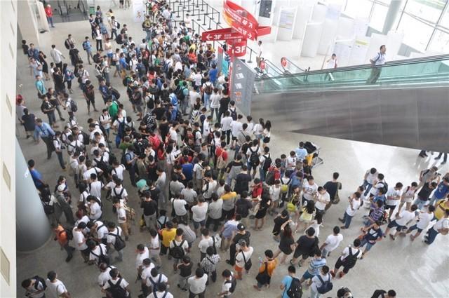 Người hâm mộ thương hiệu Xiaomi trong một sự kiện tại Bắc Kinh, Trung Quốc.
