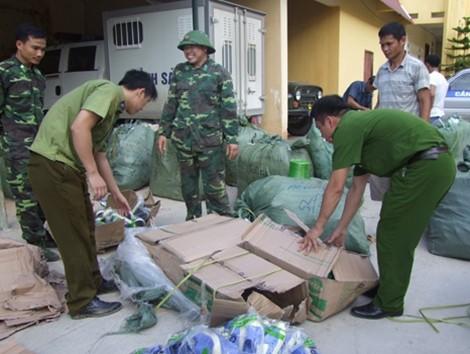 Cơ quan chức năng Lạng Sơn bắt hàng lậu.