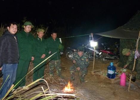 Chiến sỹ Đồn Biên phòng Tân Thanh lập chốt.