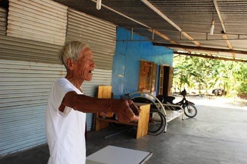Khu Du lịch Rusalka bị hoang phế gần 10 năm nay (ảnh trên) và ông Tiên bức xúc vì 15 năm sống trong cảnh tạm bợ, khổ sở