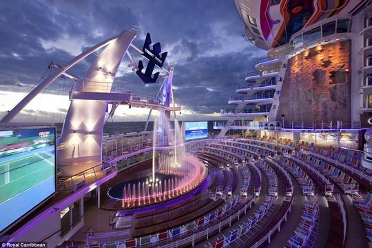 Sân khấu trên du thuyền. Ảnh: Royal Caribbean