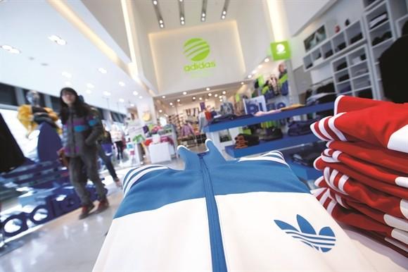 Kasper Rorsted lieu se lam nen chuyen o Adidas?