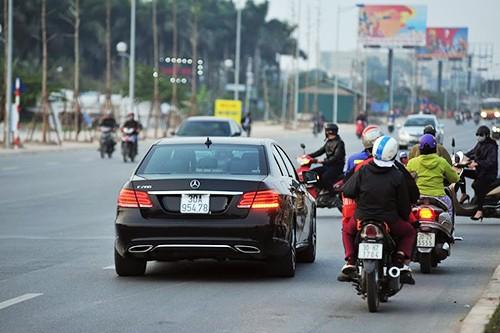 Ô tô, xe máy ngang nhiên đi ngược chiều trên đường nghìn tỉ - 3