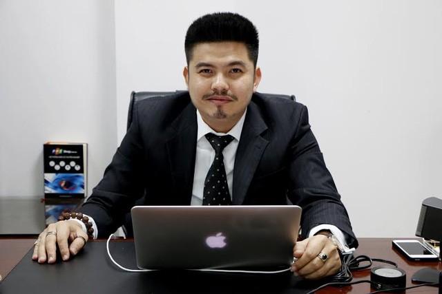 Chân dung ông Ngô Quốc Bảo, hiện là Giám đốc Trung tâm Phát triển kinh doanh, hệ thống bán lẻ FPT Shop.