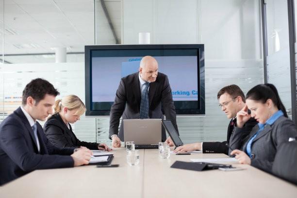 Yêu cầu công việc cao hơn, sự căng thẳng và tiêu tốn năng lượng nhiều hơn đó cũng là lý do khiến lãnh đạo có mức lương cao hơn nhân viên thông thường.