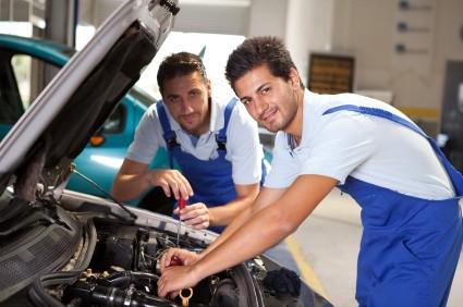 Thợ sửa xe và kỹ thuật viên bảo dưỡng ô tô, đâu là nghề nghiệp danh giá hơn?