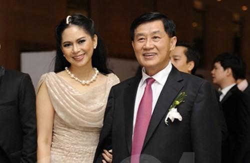 Vợ chồng ông Johnathan Hạnh Nguyễn và bà Lê Hồng Thủy Tiên.