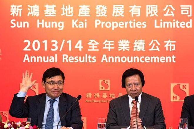 <b>Tập đoàn Sun Hock Gai, Hồng Kông</b></div> <div>Tranh chấp trong gia tộc Kwok ở Hồng Kông không phải về quyền thừa kế tài sản hay quyền lực. Sau khi tỷ phú Kwok Tak Seng qua đời vào năm 1990, người con cả là Walter Kwok đã trở thành Chủ tịch của công ty gia đình - tập đoàn bất động sản Sun Hock Gai.</div> <div>Tranh chấp chỉ xảy ra vào năm 2008, khi việc Walter bị phát hiện có quan hệ tình cảm ngoài hôn nhân với Lee Shau Kee, một thành viên hội đồng quản trị Sun Hock Gai. Hay tin, người mẹ đã loại Walter khỏi quỹ ủy thác của gia đình, dẫn tới cuộc tranh chấp. </div> <div>Năm 2014, tranh chấp được giải quyết khi Walter được trở lại quỹ ủy thác gia đình. Tuy nhiên, hai người em của ông là Raymond và Thomas Kwok&nbsp; (ảnh) vẫn đang nắm quyền kiểm soát tập đoàn.