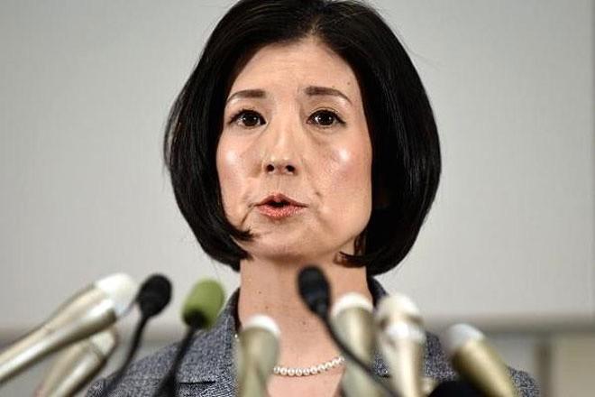 <b>Công ty Otsuka Kagu, Nhật Bản</b></div> <div>Khi doanh thu của công ty đồ nội thất Nhật Bản Otsuka Kagu giảm 37,8% so với cùng kỳ năm trước, cuộc đối đầu giữa nhà sáng lập là Katsuhisa Otsuka và con gái là Kumiko Otsuka (ảnh) bùng nổ.</div> <div>Nguyên nhân nằm ở việc Katsuhisa không chấp nhận đề xuất của Kumiko về thay đổi mô hình kinh doanh theo hướng hiện đại hơn. Cuối cùng, Kumiko đã thắng và giành quyền kiểm soát công ty.