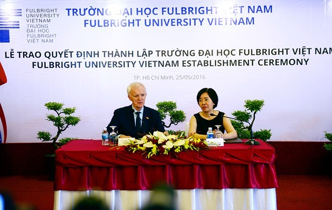 Lanh dao DH Fulbright tham gia tham sat trong chien tranh VN hinh anh 1