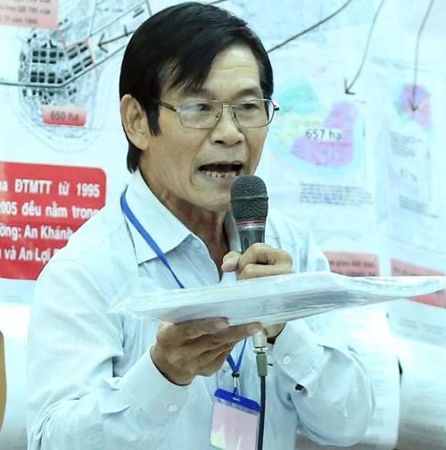 Ông Phạm Thế Vinh (hộ dân bị ảnh hưởng ở P.Bình Khánh) tranh luận tại cuộc đối thoại