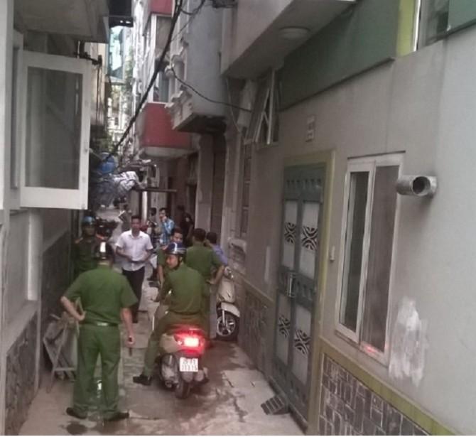 Lực lượng Công an phường Thụy Khuê đã đến lập biên bản và yêu cầu giải quyết vụ việc theo quy định của pháp luật.
