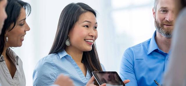 Biết lắng nghe và nhận trách nhiệm là điều một người kinh doanh cần có.