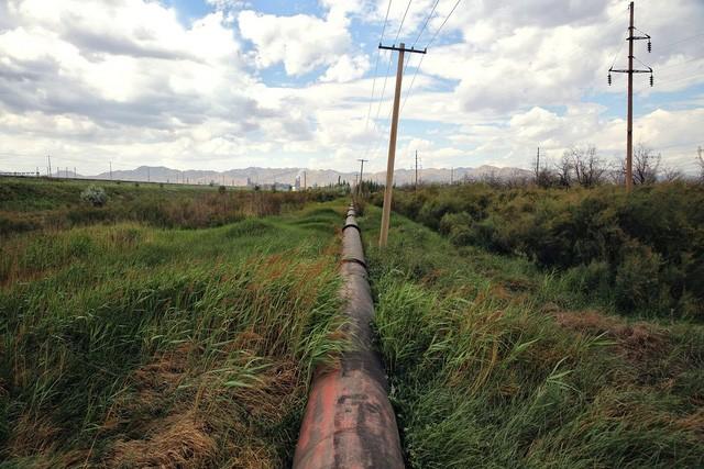 Đường ống dẫn chất thải ra ngoại thành thành phố.