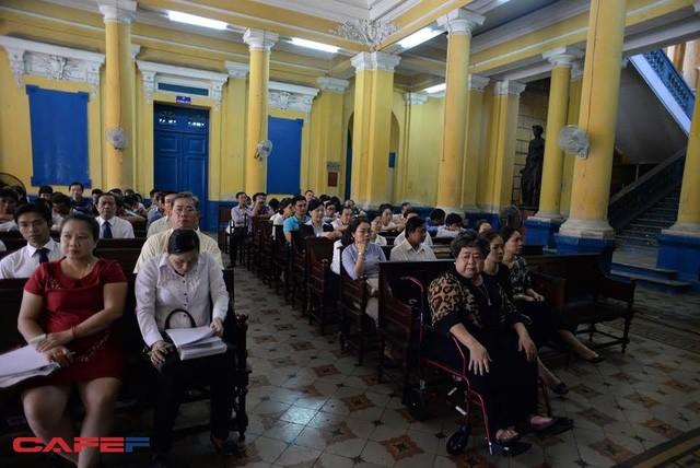 Người có quyền, nghĩa vụ liên quan được ngồi trong một phòng riêng dự tòa (ảnh: Nguyễn Long)