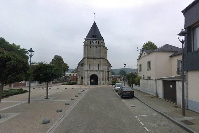 2 kẻ có vũ trang bắt giữ con tin trong nhà thờ ở Pháp - Ảnh 4.