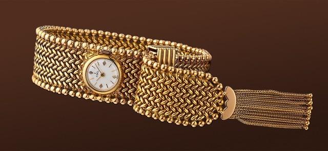 Mẫu đồng Chatelaine lại một lần nữa tạo một cú huých mạnh mẽ lên phân khúc đồng hồ trang sức cao cấp