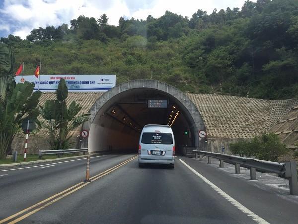 vết nứt trong hầm hải Vân, vết nứt chằng chịt trong hầm hải vân, hầm đường bộ hải vân, hầm nghìn tỷ