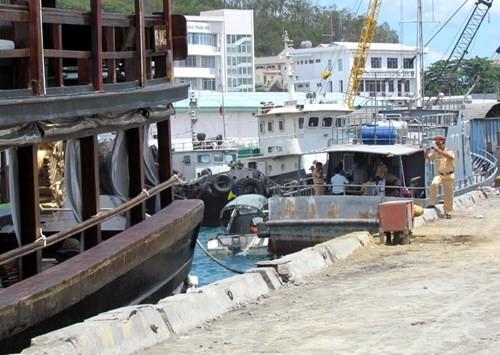 Tàu du lịch bị đâm chìm ngay tại cảng - ảnh 2